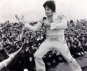 Elvis Preston with fans